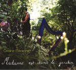 Madame est dans le jardin